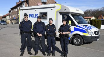 GULLSPÅNG POLISENS HUSBIL FOTO TOMMY HOLL