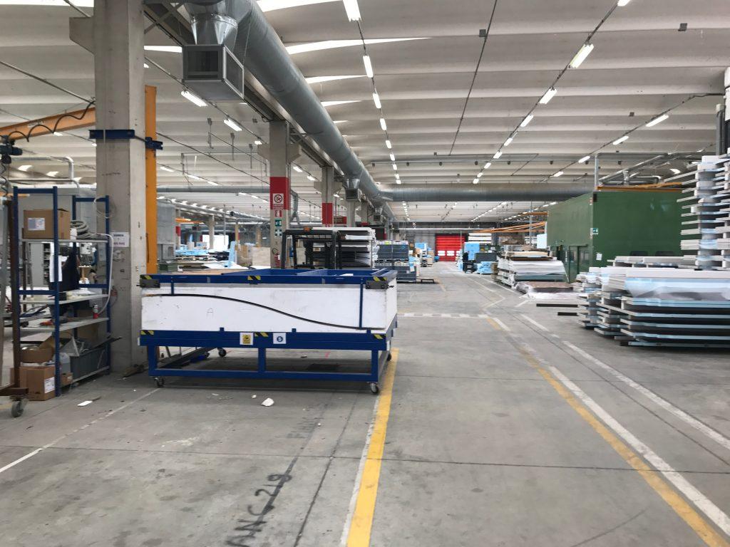 1. Inne i fabriken