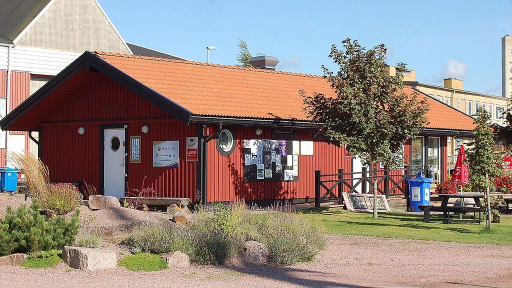 Reception vid gästhamnen och husbilsparkeringen i Kristinehamn. Foto: Janee via Wikimedia Commons
