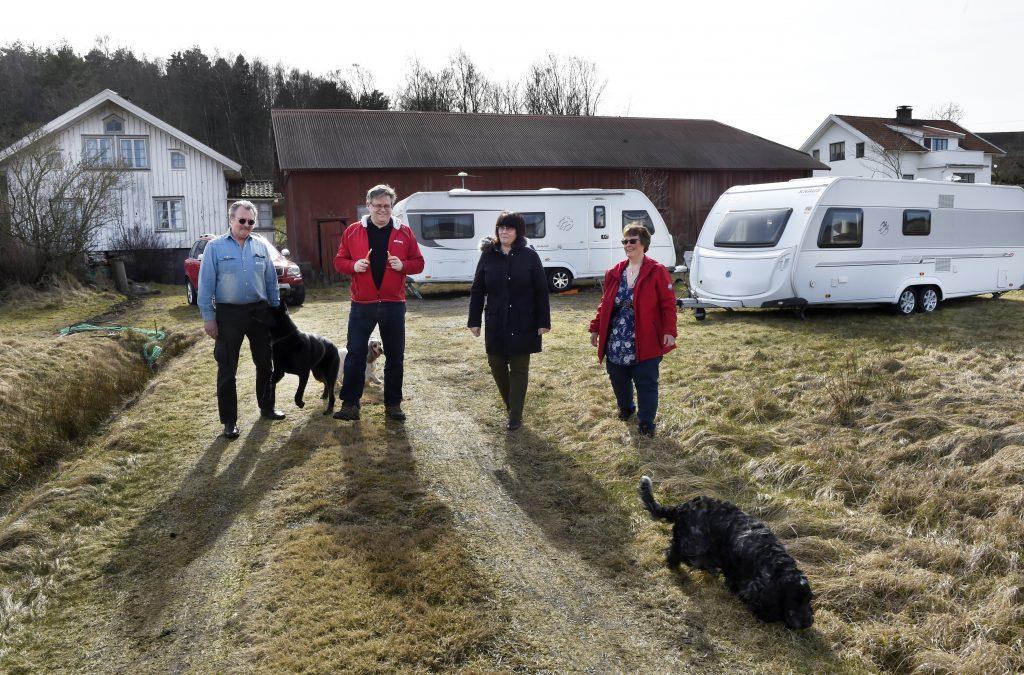 Stefan,Magnus, Lise och Maria tillsammans med hundarna. Foto: Tommy Holl