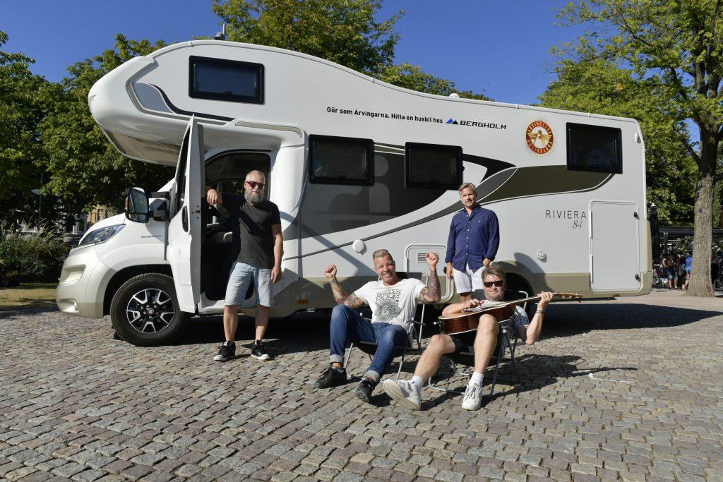 Göteborg Arvingarna bandet med sin nya husbil från Bergenholm Casper janebring Lasse lasseman larsson Kim Carlsson och Tommy Carlsson Foto Tommy Holl IBL