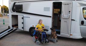 Kristina hyrde husbil för resan till VM i para-agility